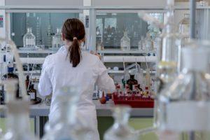 laboratory Michal Jarmoluk, Pixabay