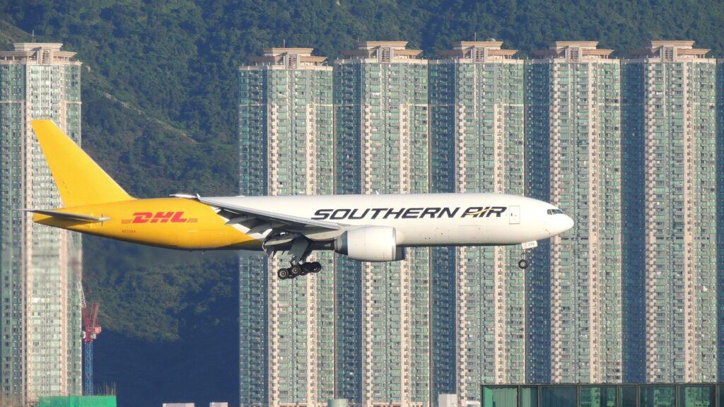 DHL hongkong-Andy LeungHK, Pixabay