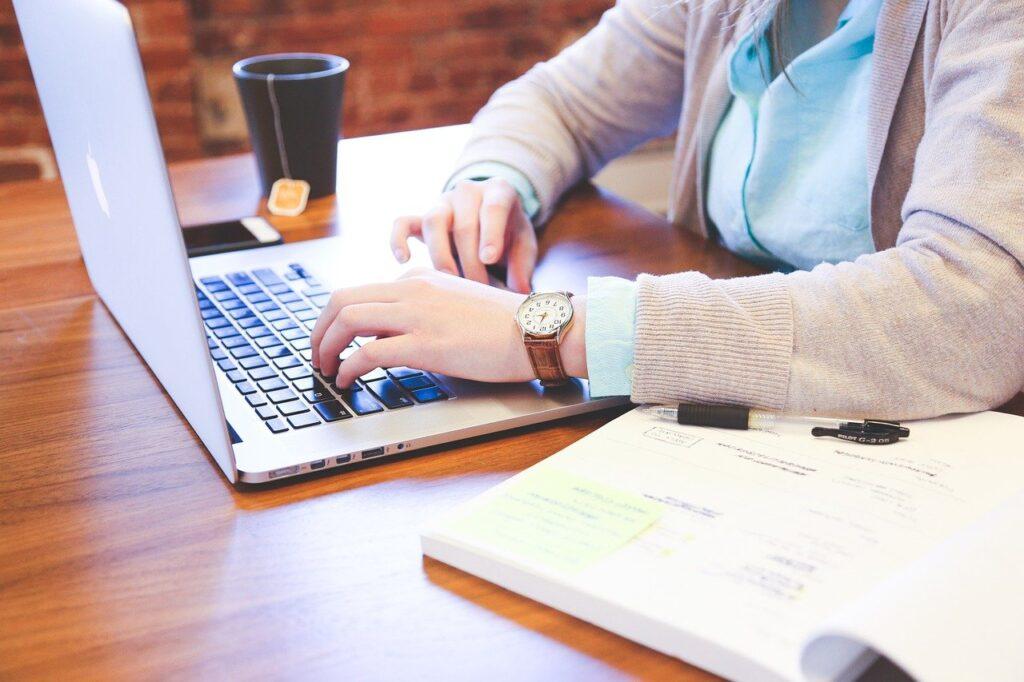 student- Startupstockphotes, Pixabay