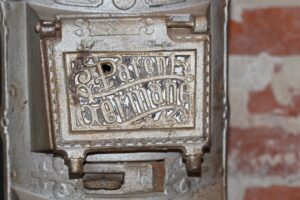old-furnace- Kerstin Riemer, Pixabay